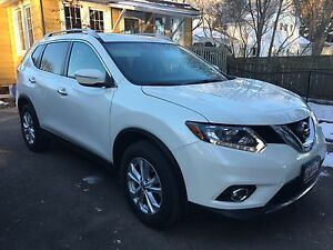 2015 Nissan Rogue SV AWD - panoramic sunroof, low kms