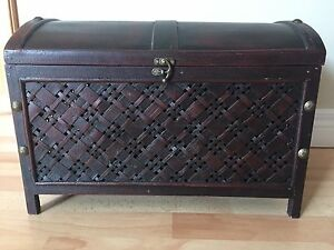 Small 1ft. wood chest with latch Kitchener / Waterloo Kitchener Area image 5