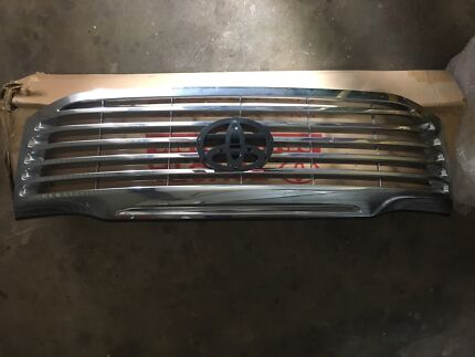 Genuine Toyota Hilux Grill, Brand New 06/2011 - On