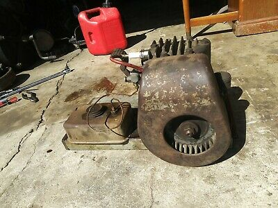 Vintage Briggs Stratton Wmbriggs Kick Start Engine With Tank. Wm Wmb Runs