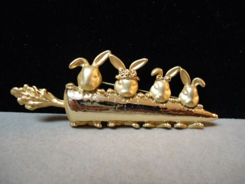 Vintage Gold Tone Metal - Family Of Rabbits Eating Carrot Brooch Pin