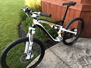 Specialized camber mountain bike medium