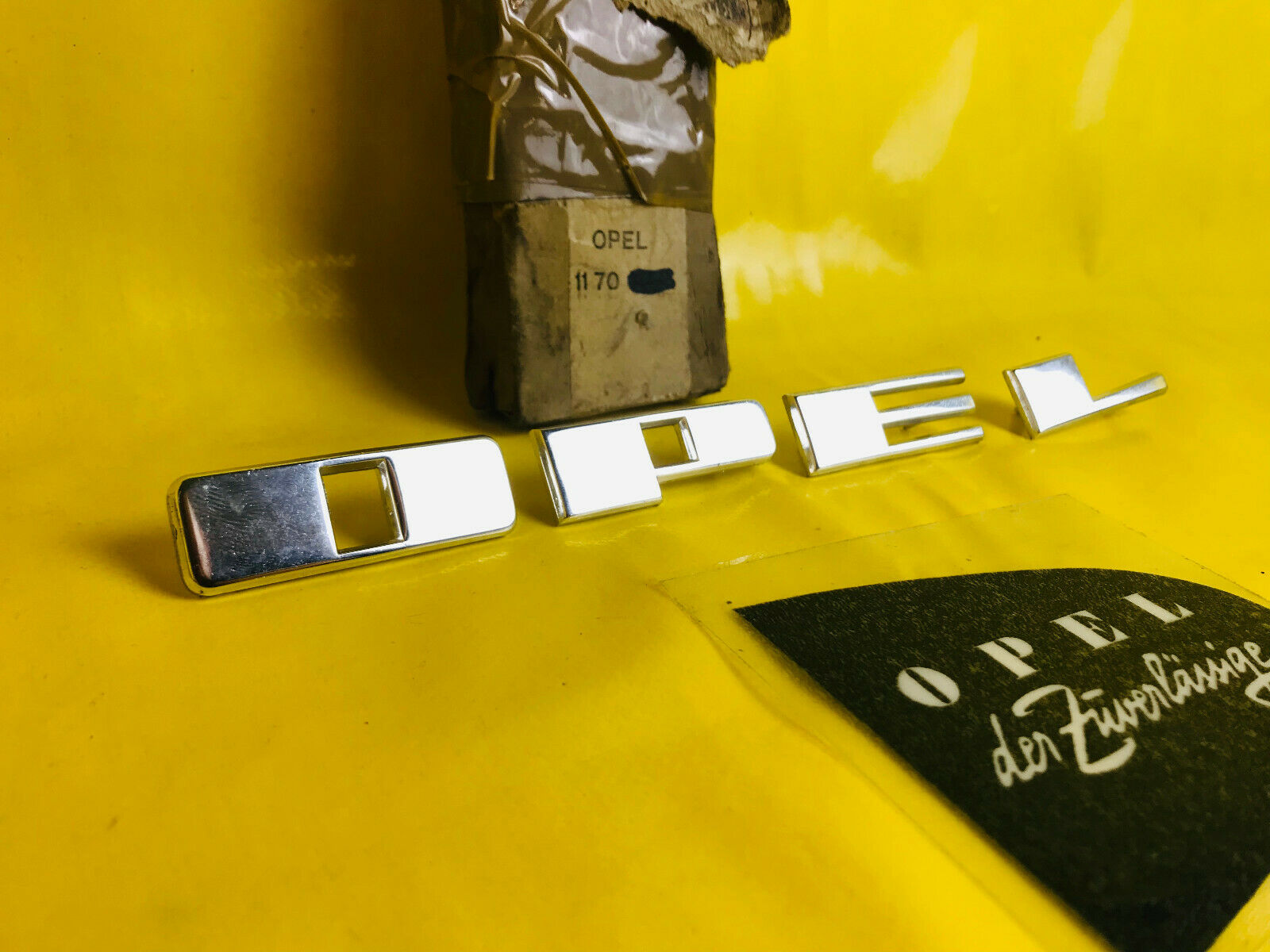 Opel Rekord P2  Emblem Logo Schriftzug Seitenwand
