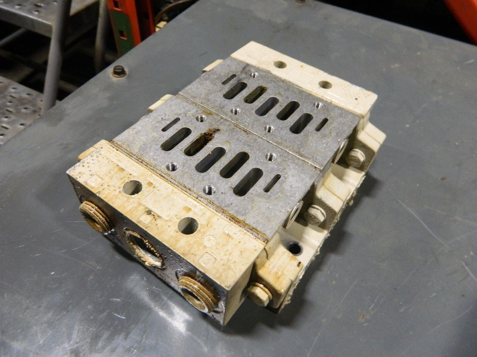 Festo Aluminum Manifold Body, 2-VDMA 24 345- DA/DB-2 & 2 - NAVW-3/8-2-NPT, Used