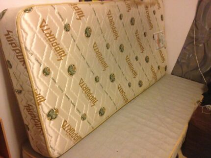 Single bed ensemble and mattress