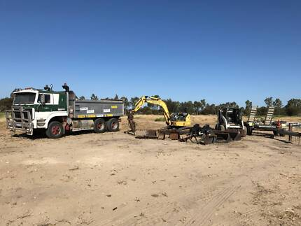BOBCAT BUSINESS & MACHINERY FORE SALE.