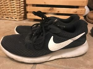women's black and white nike running shoes