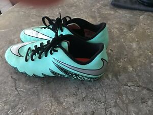 Nike size 6Y (M) soccer cleats