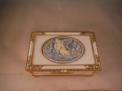 """Christmas Cameo Angel W/Child """"Pachebel Canon In D"""" Music Box"""