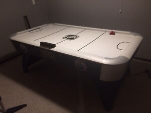 7'x4' NHL air hockey table
