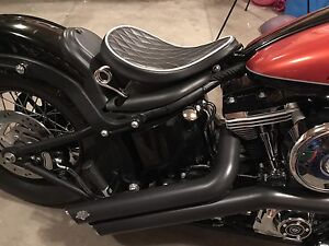 Harley Black Diamond Solo Spring Saddle and Installation Kit