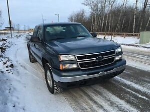 2006 Silverado 1500 5.3/ 4x4 mint pick up truck