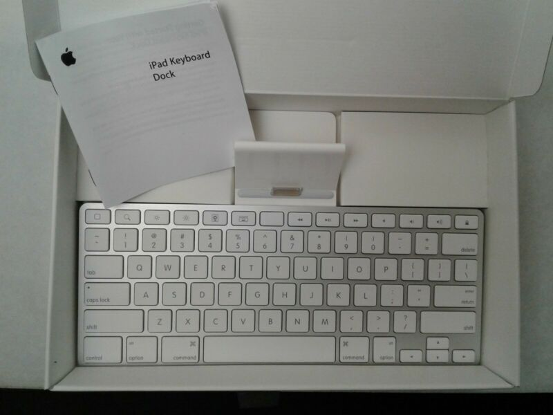 Apple A1359 MC533LL/A Wired Keyboard