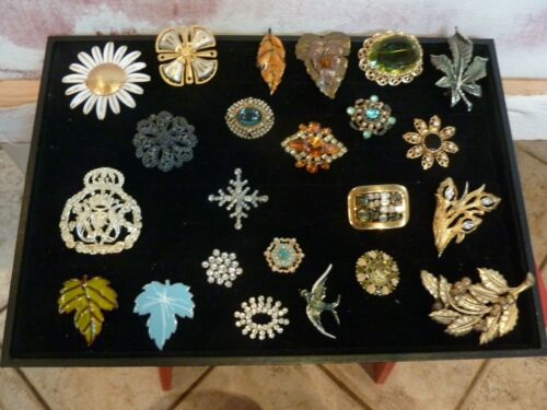 PINS&BROOCHES--VINTAGE  LOT OF 23 ASSTORTED.