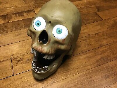Halloween Talking Skeleton Head (Gemmy Animated Skull Halloween Talking Light Up Eyes Skeleton Head Mouth Moves)