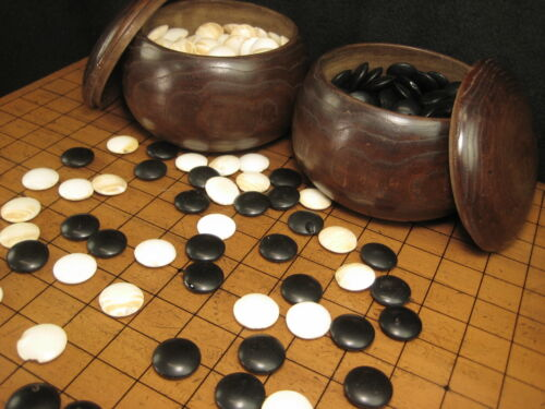 JAPANESE ANTIQUE C. 1920  GO GAME SLATE & SHELL STONES  MULBERRY WOOD BOWLS
