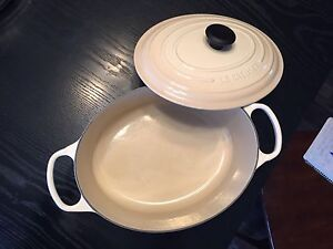 Le Crueset Oval Dutch French oven in Dune colour