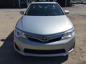 2013 TOYOTA CAMRY 4 CYLINDRE,TOIT OUVRANT TRES TRES PROPRE