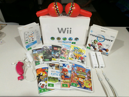 Wii Bundle with 11 games and two controllers
