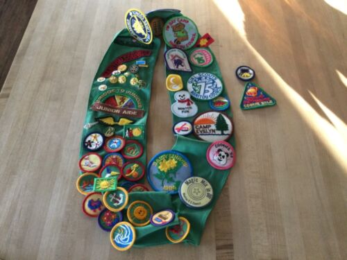 Wisconsin Girl Scout sash with patches & pins 1980's (pre-owned)