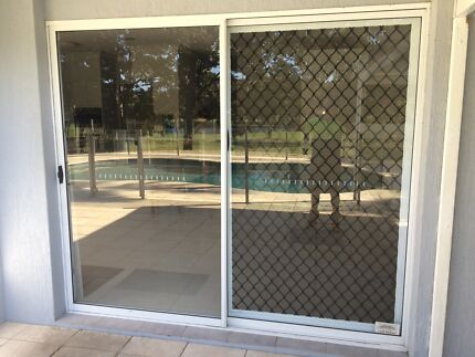 White aluminium framed windows and sliders robina gold for Sliding glass doors gumtree