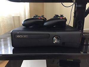 Xbox 360 + 2 manettes + 11 jeux