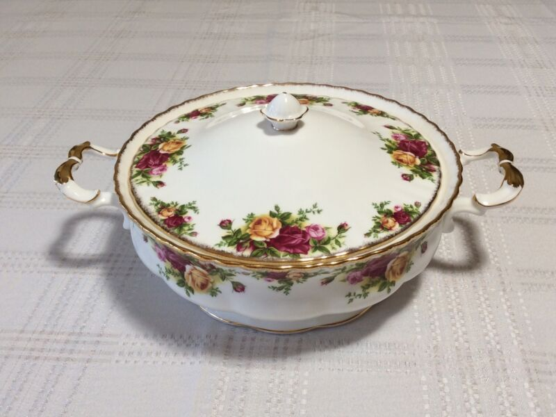 Royal Albert Old Country Roses Covered Vegetable Dish Casserole Fine Bone China