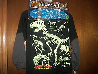 Dinosaur Dino Skelton attack with toy skateboard  NWT M 5-6