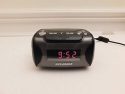 Sylvania Alarm Clock Radio with CD Player and USB Charging SCR-4986 WORKS!
