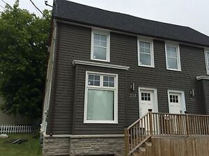STUDENTS: 5 BED w/RENOVATED KITCHEN & BATH! 392 Barrie St