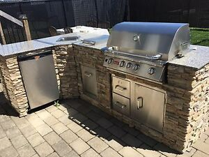 Outdoor gas Bull BBQ kitchen island / bar