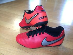 Kids Nike Tiempo Outdoor Soccer Shoes Size 3 (22cm)