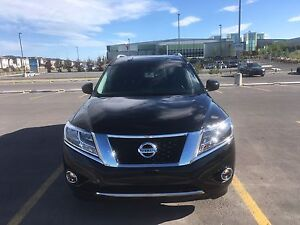 2014 Nissan Pathfinder / 4WD /leather /Remote start /7 seat