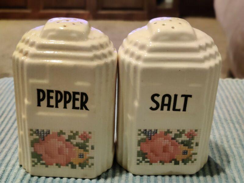 Vintage 30s-40s Pottery Salt and Pepper Kitchen Set