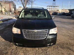 2010.    CHRYSLER  TOWN. COUNTRY. TORING