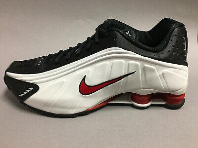 NIKE Shox R4 Herren Sneaker weiss-schwarz-rot 104265 050 neues Modell v Händler