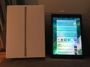 5th generation iPad 32 - cracked screen - works!