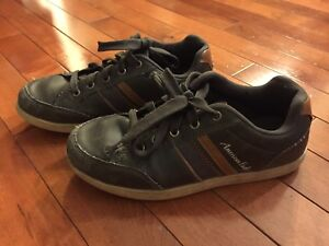 Boys Sneakers size 2.5