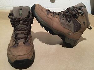 Women's The North Face Gore-TEX Hiking Boots Size 10