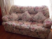 Country cottage style lounge plus two recliners Parafield Gardens Salisbury Area Preview