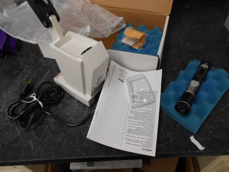 LEICA 10400A TS METER REFRACTOMETER & LEICA 10406 TABLE STAND