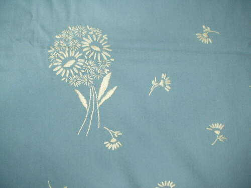Vintage EMBROIDERED Cottage Chic WHITE DAISIES WEDGWOOD BLUE Floral Tablecloth