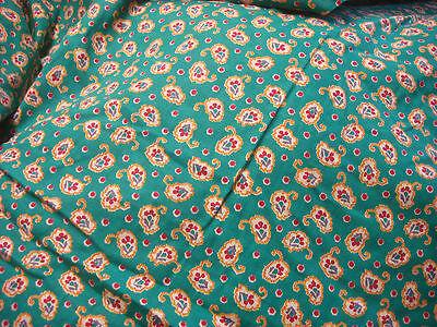 Jette de lit ou canape matelassé  fleuri  vintage