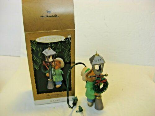 HALLMARK THE LAMPLIGHTER BEAR LIGHTED MAGIC 1993 KEEPSAKE ORNAMENT CHRISTMAS