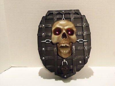 GEMMY HALLOWEEN SKULL WALL PLAQUE (EYES LIGHT UP- JAW MOVES)SINGS SOUL MAN -RARE - Halloween Singing Skulls
