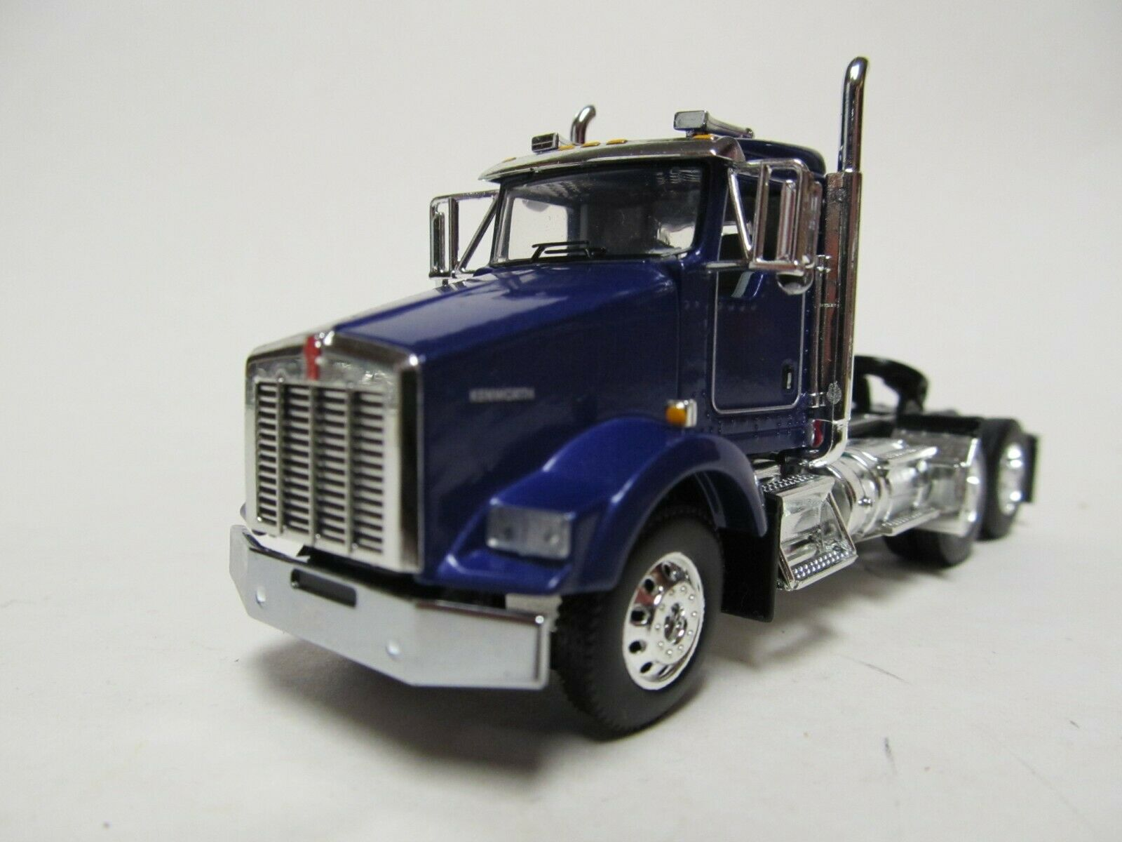 DCP / FIRST GEAR 1/64 SCALE T-800 KENWORTH DAY CAB, BLUE & CHROME, RED ENGINE