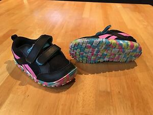 Girls reebok sneakers size 7