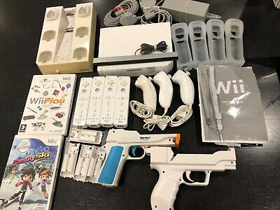 Wii Console Bundle With 4 x Controllers, 3 x Nun chuck, 2 x guns + more