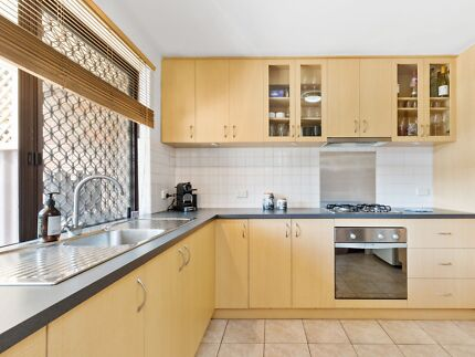 Unfurnished Townhouse With Large Appliances Included