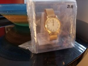 Classic Gold Watch - Women